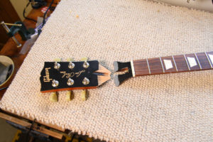 Repair of a broken Gibson Les Paul neck